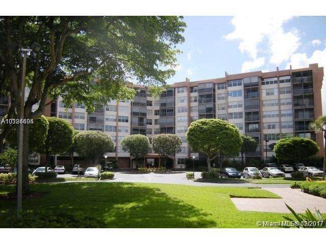 1300 Saint Charles Pl L3, Pembroke Pines, FL 33026 (MLS #A10386604) :: The Chenore Real Estate Group