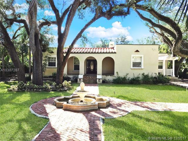 1702 Espanola Dr, Coconut Grove, FL 33133 (MLS #A10387287) :: The Erice Team