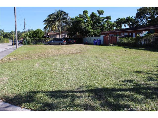 2347 NW 25th Ave, Miami, FL 33142 (MLS #A10387909) :: The Jack Coden Group