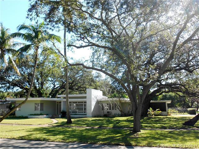 304 NE 93rd St, Miami Shores, FL 33138 (MLS #A10387940) :: The Jack Coden Group