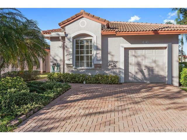 19249 NW 14th St, Pembroke Pines, FL 33029 (MLS #A10388021) :: RE/MAX Presidential Real Estate Group