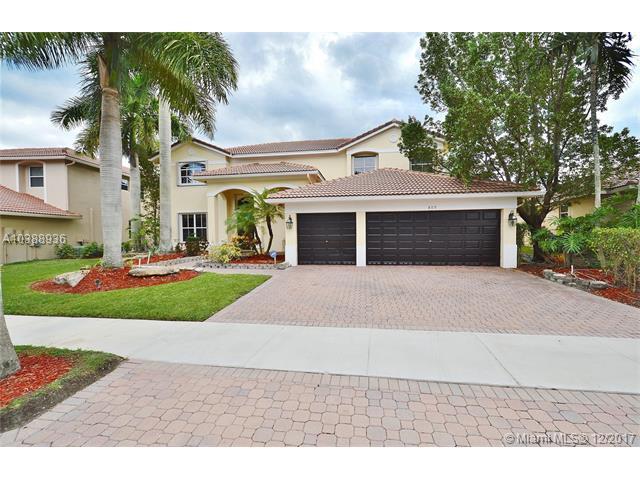 809 N Regal Cove Rd, Weston, FL 33327 (MLS #A10388936) :: Stanley Rosen Group