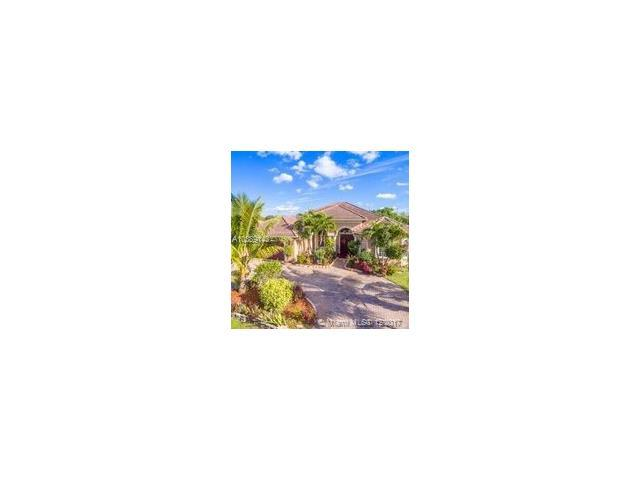 582 SW Cherryhill Rd, Port St. Lucie, FL 34953 (MLS #A10389143) :: The Erice Team