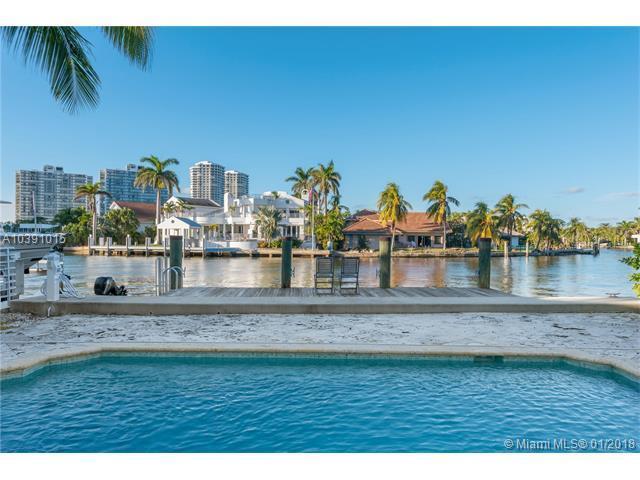 322 S Parkway, Golden Beach, FL 33160 (MLS #A10391015) :: The Teri Arbogast Team at Keller Williams Partners SW
