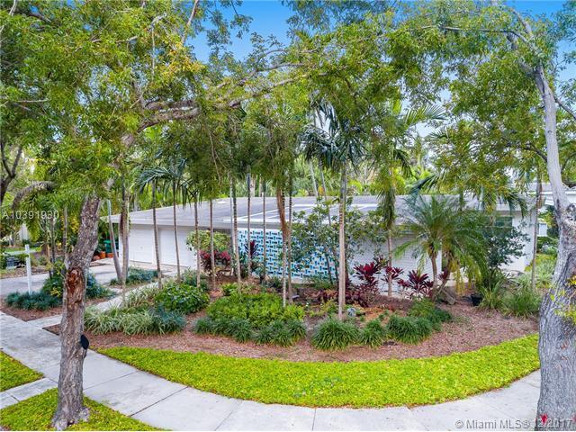 5901 NE 6th Ct, Miami, FL 33137 (MLS #A10391930) :: The Jack Coden Group
