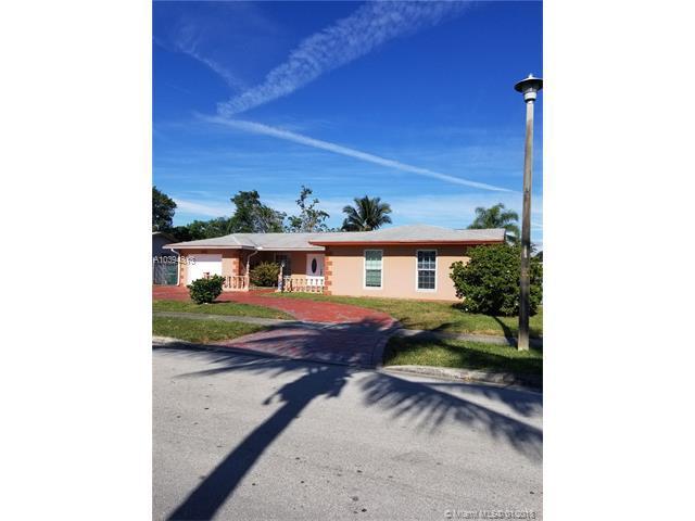 6261 SW 4th St, Margate, FL 33068 (MLS #A10394313) :: The Teri Arbogast Team at Keller Williams Partners SW