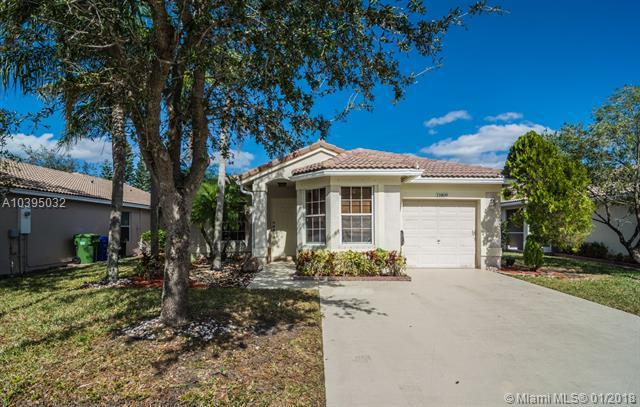 11809 SW 7th St, Pembroke Pines, FL 33025 (MLS #A10395032) :: Green Realty Properties