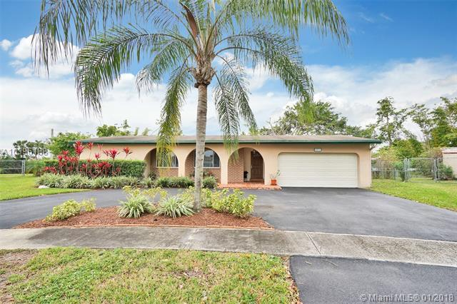 5571 SW 94th Ave, Cooper City, FL 33328 (MLS #A10396188) :: Melissa Miller Group