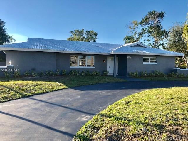 3040 NW 106th Ave, Coral Springs, FL 33065 (MLS #A10396741) :: The Teri Arbogast Team at Keller Williams Partners SW