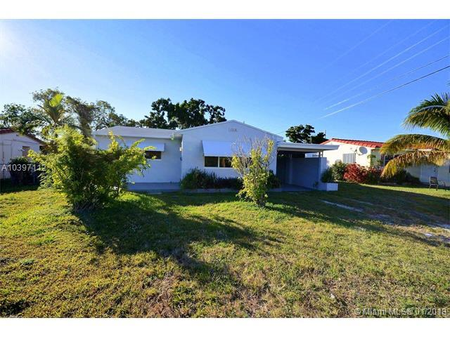 1318 S 23rd Ave, Hollywood, FL 33020 (MLS #A10397112) :: Green Realty Properties