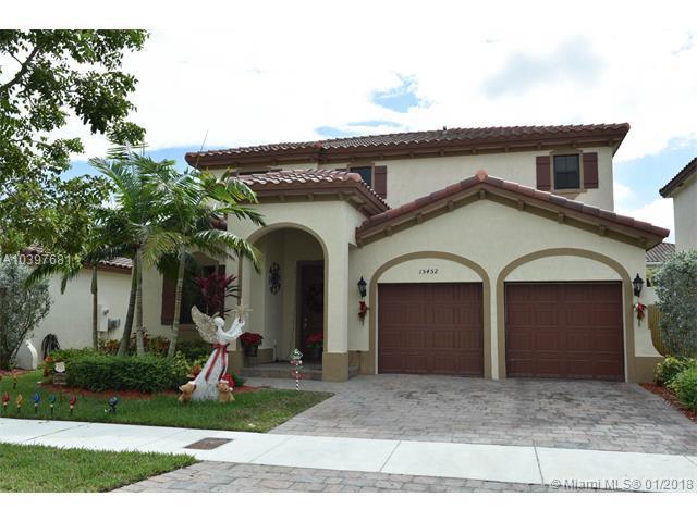 15452 SW 176th Ter, Miami, FL 33187 (MLS #A10397681) :: The Teri Arbogast Team at Keller Williams Partners SW