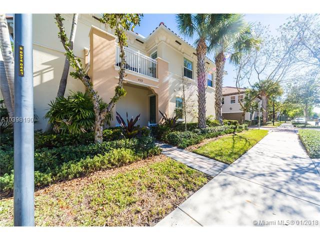 4322 Cascada Circle, Cooper City, FL 33024 (MLS #A10398190) :: Green Realty Properties
