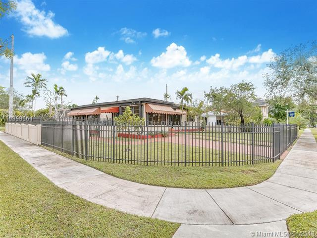 1395 Ludlam Dr, Miami Springs, FL 33166 (MLS #A10399561) :: Hergenrother Realty Group Miami