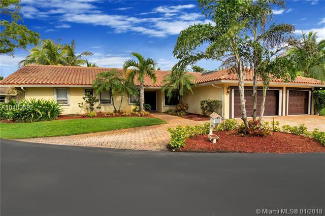 921 E Coco Plum Cir, Plantation, FL 33324 (MLS #A10400592) :: Melissa Miller Group