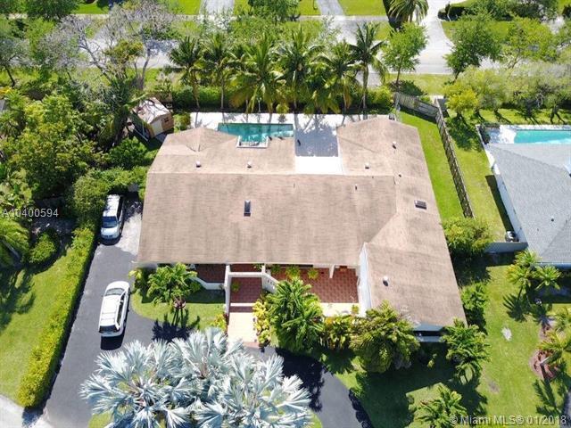 16844 SW 81st Ct, Palmetto Bay, FL 33157 (MLS #A10400594) :: Carole Smith Real Estate Team