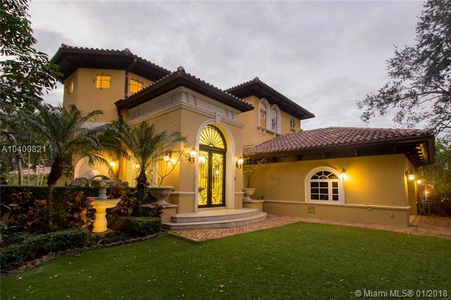 6900 Maynada St, Coral Gables, FL 33146 (MLS #A10400821) :: Carole Smith Real Estate Team
