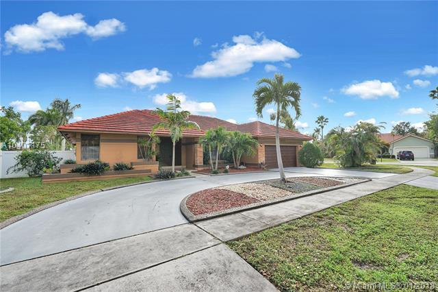 1650 SW 52nd Way, Plantation, FL 33317 (MLS #A10401175) :: Melissa Miller Group