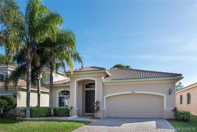 6120 SW 195th Ave, Pembroke Pines, FL 33332 (MLS #A10401195) :: Green Realty Properties