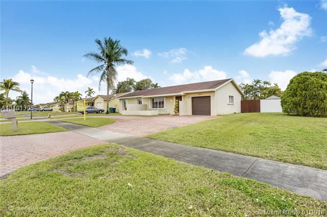 19941 NW 62nd Ct, Hialeah, FL 33015 (MLS #A10401305) :: Carole Smith Real Estate Team