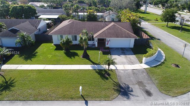 11630 SW 100th St, Miami, FL 33176 (MLS #A10401534) :: The Teri Arbogast Team at Keller Williams Partners SW