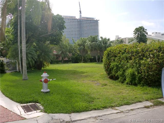 217 Bal Cross Dr, Bal Harbour, FL 33154 (MLS #A10401921) :: Live Work Play Miami Group