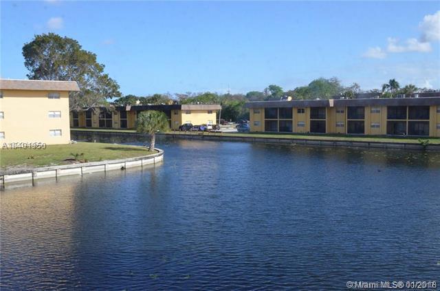 8020 N Colony Cir N, Tamarac, FL 33321 (MLS #A10401950) :: Jamie Seneca & Associates Real Estate Team