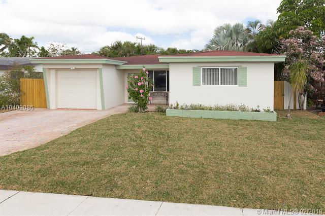 7471 Lincoln St, Hollywood, FL 33024 (MLS #A10402086) :: The Teri Arbogast Team at Keller Williams Partners SW