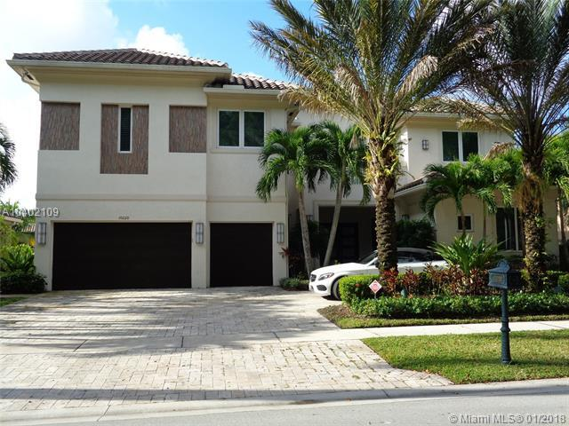10220 Sweet Bay St, Plantation, FL 33324 (MLS #A10402109) :: The Teri Arbogast Team at Keller Williams Partners SW