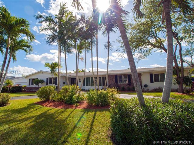 8280 SW 164th St, Palmetto Bay, FL 33157 (MLS #A10402110) :: Carole Smith Real Estate Team
