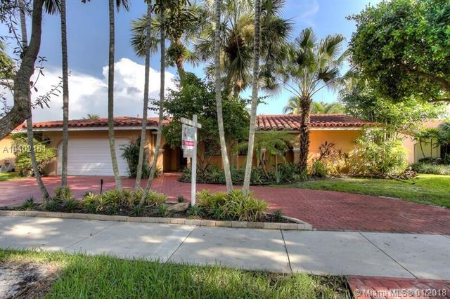 8421 Dundee Ter, Miami Lakes, FL 33016 (MLS #A10402151) :: Green Realty Properties