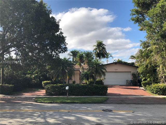 1700 NW 113th Ave, Pembroke Pines, FL 33026 (MLS #A10402238) :: Melissa Miller Group