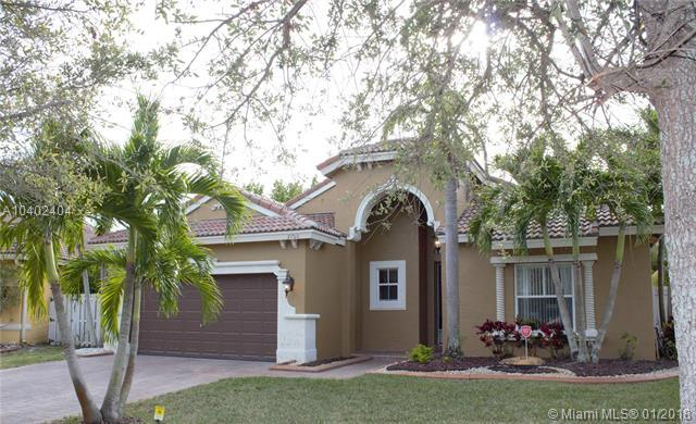 2700 SW 194th Ter, Miramar, FL 33029 (MLS #A10402404) :: The Teri Arbogast Team at Keller Williams Partners SW