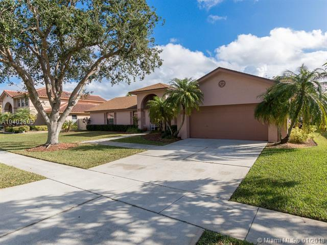 411 NW 203rd Ave, Pembroke Pines, FL 33029 (MLS #A10402605) :: Melissa Miller Group
