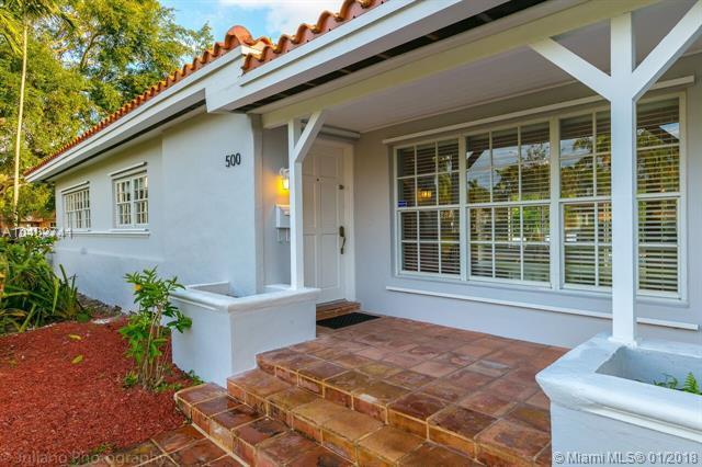 500 Vilabella Ave, Coral Gables, FL 33146 (MLS #A10402741) :: Carole Smith Real Estate Team