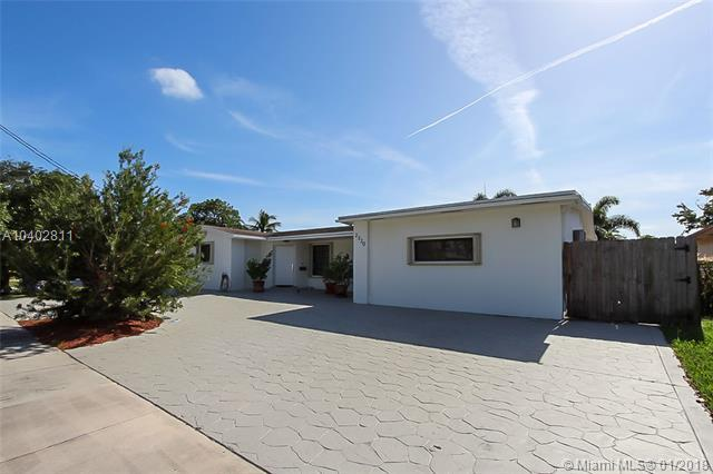 2320 NE 194th St, Miami, FL 33180 (MLS #A10402811) :: Carole Smith Real Estate Team