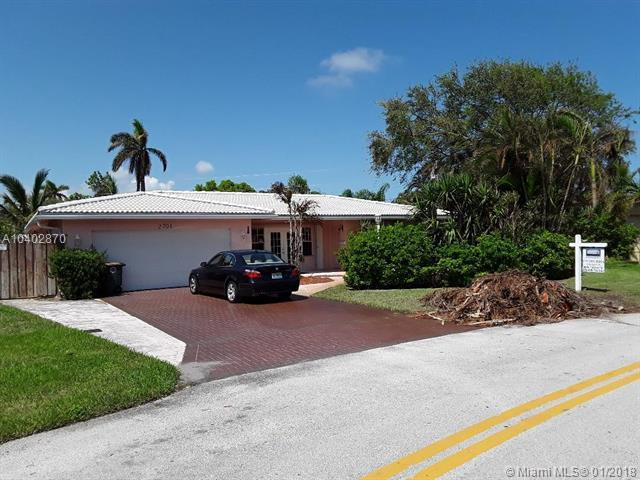2701 NE 52nd St, Lighthouse Point, FL 33064 (MLS #A10402870) :: The Teri Arbogast Team at Keller Williams Partners SW