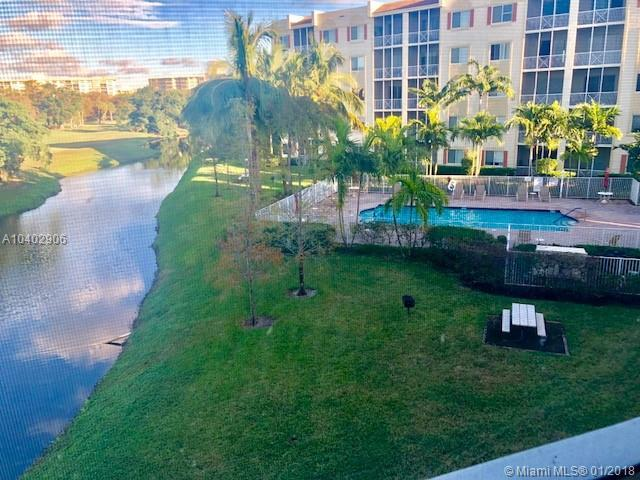 3600 Oaks Clubhouse Dr #307, Pompano Beach, FL 33069 (MLS #A10402906) :: The Teri Arbogast Team at Keller Williams Partners SW