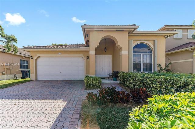 9048 SW 161 Ter, Palmetto Bay, FL 33157 (MLS #A10402918) :: Carole Smith Real Estate Team