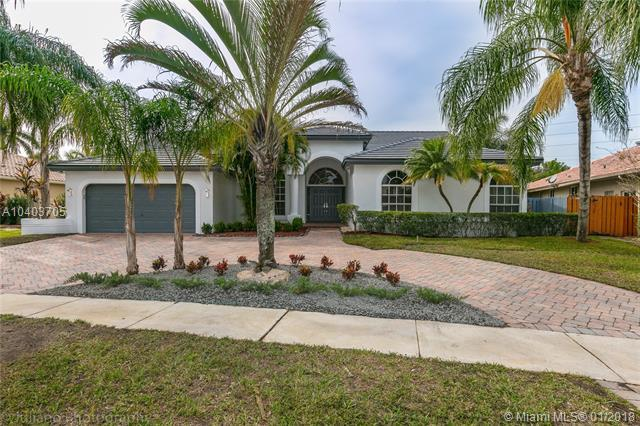 321 NW 110th Ave, Plantation, FL 33324 (MLS #A10403705) :: The Teri Arbogast Team at Keller Williams Partners SW