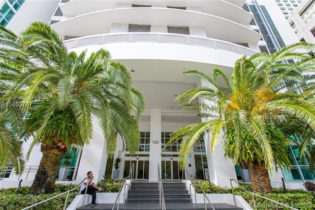 950 Brickell Bay Dr #902, Miami, FL 33131 (MLS #A10403767) :: The Riley Smith Group