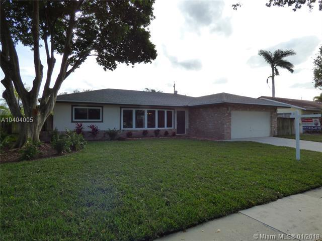 24 Burning Tree Ln, Boca Raton, FL 33431 (MLS #A10404005) :: The Pearl Realty Group