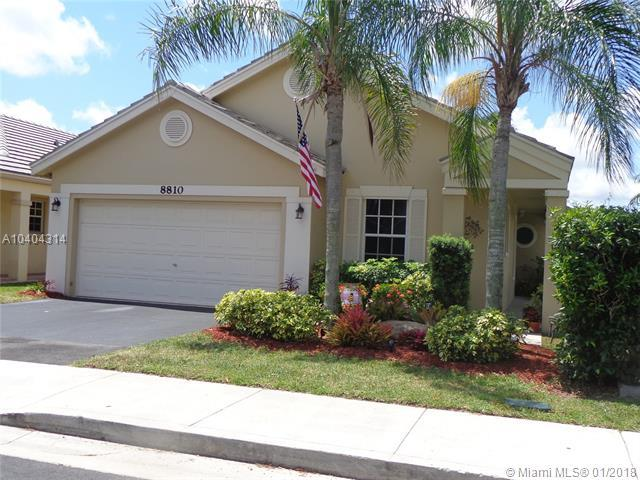 8810 N Lake Park Cir N, Davie, FL 33328 (MLS #A10404314) :: Green Realty Properties