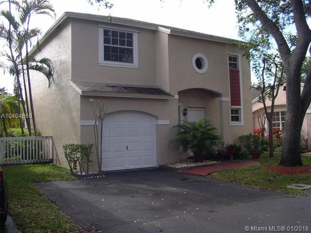 11826 NW 13th St, Pembroke Pines, FL 33026 (MLS #A10404869) :: Green Realty Properties