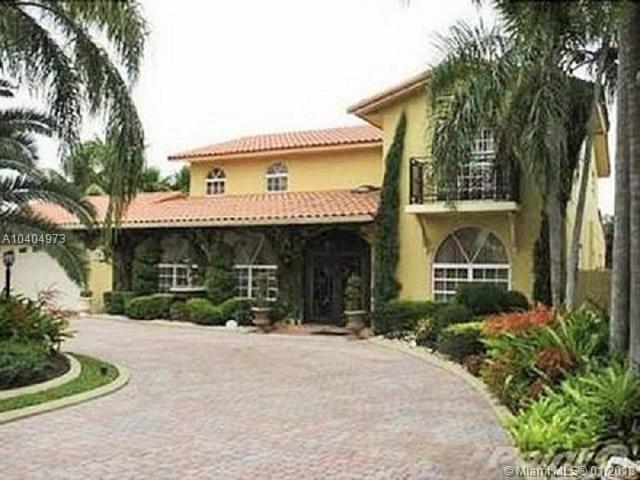 7235 N Oakmont Dr, Miami, FL 33015 (MLS #A10404973) :: Green Realty Properties