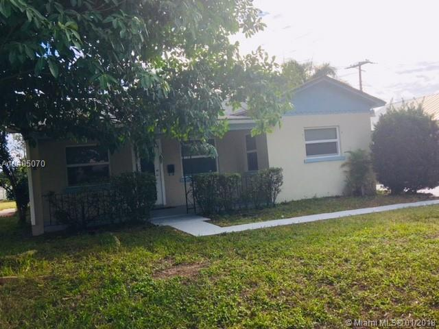 45 E 24th St, Riviera Beach, FL 33404 (MLS #A10405070) :: The Teri Arbogast Team at Keller Williams Partners SW