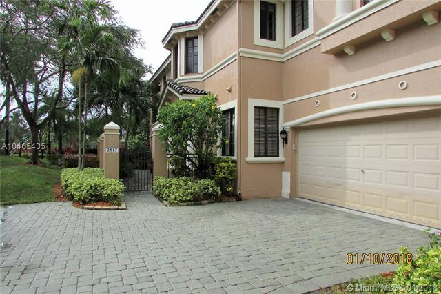 2817 Center Ct Dr 1-26, Weston, FL 33332 (MLS #A10405435) :: Green Realty Properties