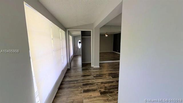 7130 Granada Blvd, Miramar, FL 33023 (MLS #A10405908) :: Green Realty Properties