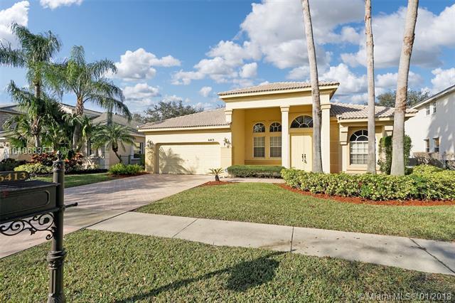 6413 Stonehurst Cir, Lake Worth, FL 33467 (MLS #A10406835) :: Stanley Rosen Group