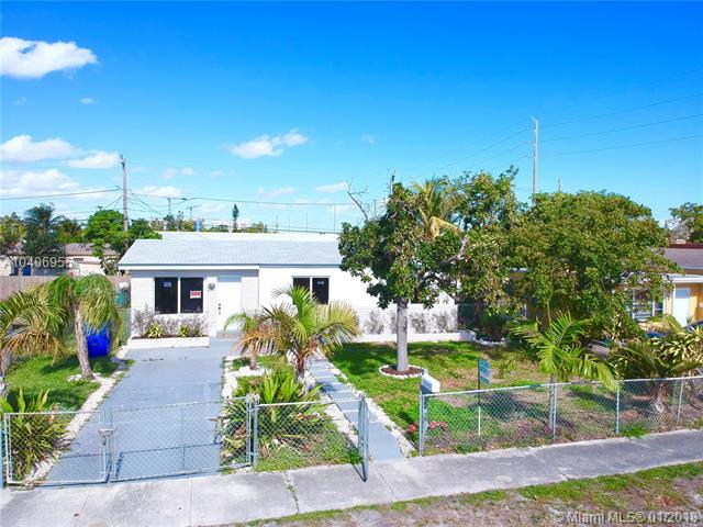 2111 S Funston St, Hollywood, FL 33020 (MLS #A10406955) :: The Teri Arbogast Team at Keller Williams Partners SW