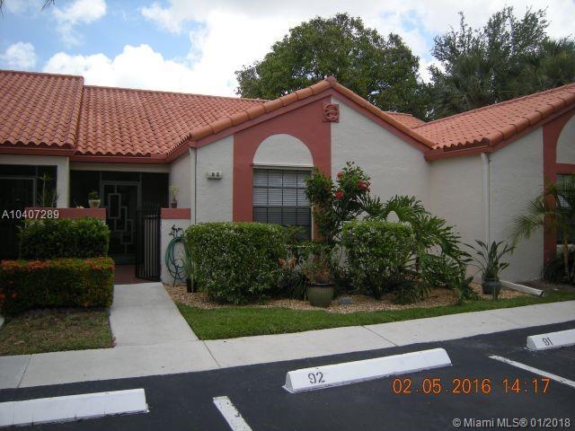 92 Centennial Ct #92, Deerfield Beach, FL 33442 (MLS #A10407289) :: The Teri Arbogast Team at Keller Williams Partners SW